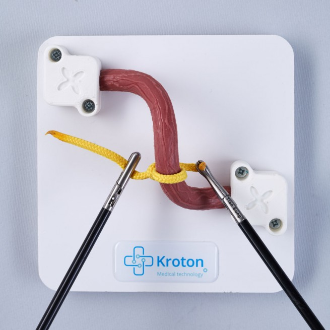Learing knot tying laparoscopy